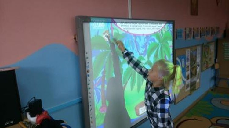 Rozwijamy percepcje wzrokową przy pomocy tablicy interaktywnej