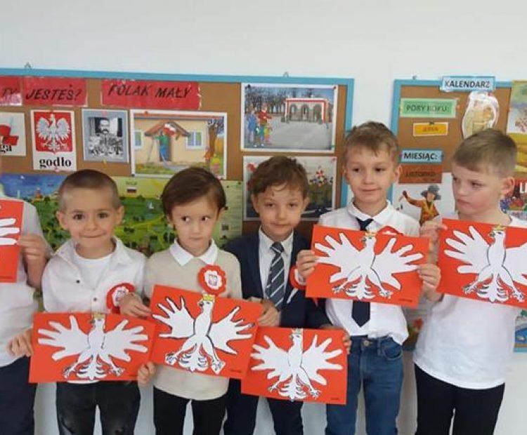 Obchody święta Niepodległości. Godzina 11.11 uroczyste odśpiewanie Hymnu Polski